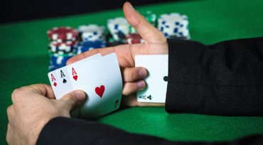 Kelebihan Bermain Poker Online